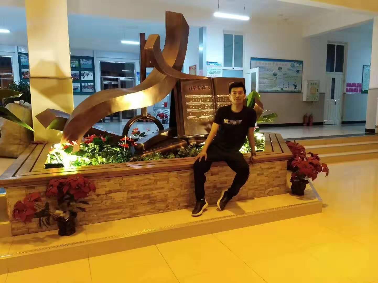 哈尔滨市第七中学主题雕塑4